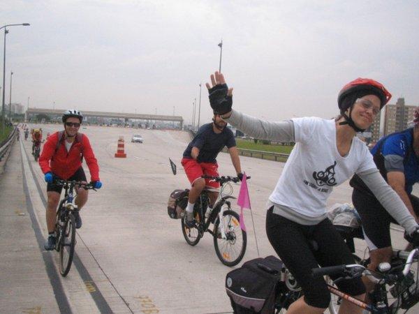 Márcia em sua primeira cicloviagem, em direção a Sorocaba.