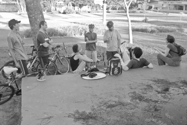 Ciclistas preparam-se para a Bicicletada Floripa. Foto: Alex Flynn.