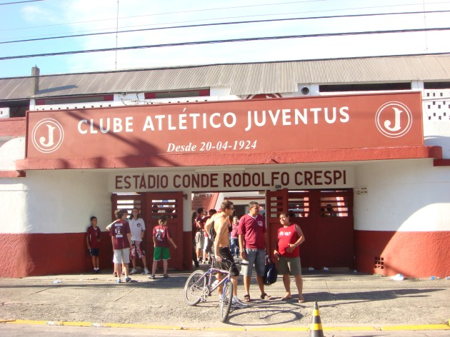 Bicicleta e futebol podem conviver em harmonia. Foto Fabiano Faga Pacheco.
