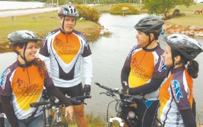 Alessandra, Elyandro, Joaquim Esteves e Márcia são parceiros de pedalada. Foto: Daniel Conzi.