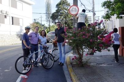 Instalação de sinalização cicloviária. Foto: Divulgação / IPUF.