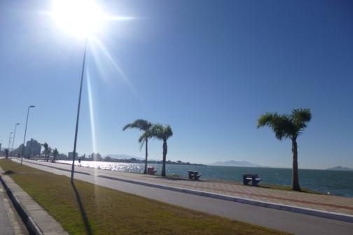Ciclistas terão livre acesso a uma das faixas da avenida Beira Mar Continental neste domingo. Foto: Aline Rebequi / SMC.