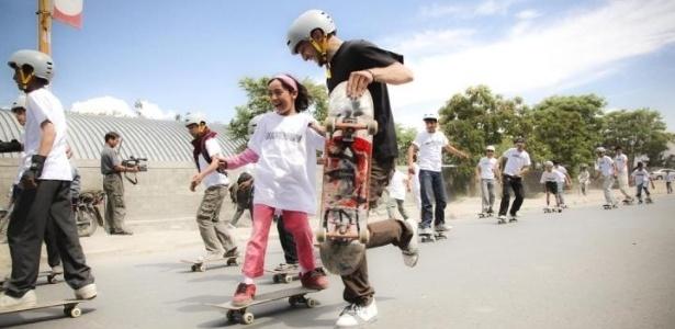 Skateistan une educação ao esporte e leva diversão e perspectiva para crianças do Afeganistão e do Camboja. Foto: Divulgação / Skateistan.