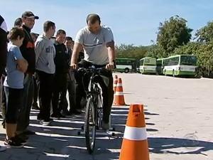 Cerca de 200 motoristas já passaram pelo treinamento. Foto: Reprodução/RBS TV.