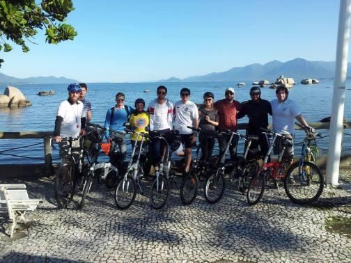 Time das Dobráveis Floripa com a ViaCiclo e equipe da Ciclofaixa de Domingo. Foto: Maikon Costa.