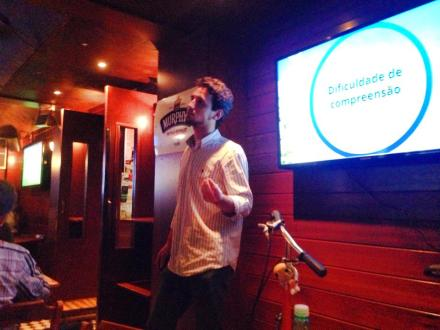 Bruno Negri apresentou-se no Green Drinks Floripa. Foto: Mariana Dall'Orto Rodrigues.