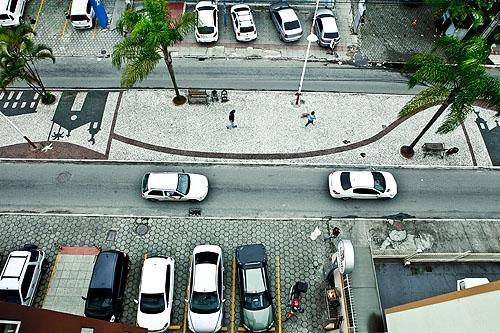 Só no calçadão os pedestres conseguem caminhar com tranquilidade. Foto: Rosane Lima / ND.