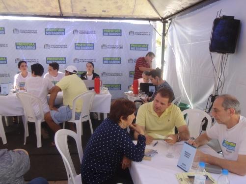 Prefeito e secretário de Obras ouvem população no Saco dos Limões. Foto: Fabiano Faga Pacheco.